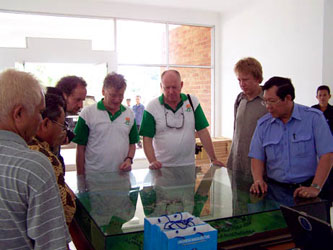 Foto Kunjungan Para Profesor IFoU ke Kampus UBB Balunijuk Merawang Kabupaten Bangka tahun 2009